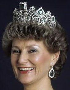 Queen Sonja wearing the Emerald & Diamond Tiara