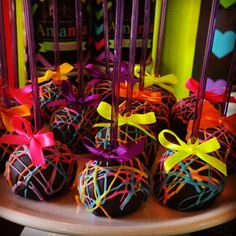 Trendy Ideas For Party Neon Decoration Ideas Neon Birthday, 13th Birthday Parties, 16th Birthday, Neon Sweet 16, Neon Cakes, Glow In Dark Party, Blacklight Party, Skate Party, Fete Halloween