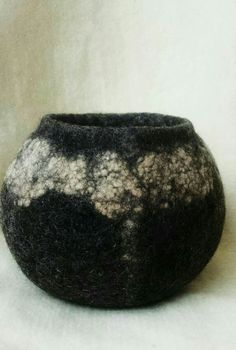 Felt bowl made of Finn Wool and neps.