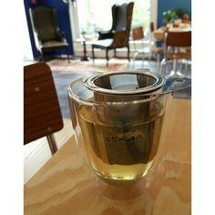 Lekkere gunpower thee bij De Koffiemolen in Alkmaar. Behalve thee natuurlijk ook heel veel koffie. Bijzonder lekker plekje. Lees waarom op onze site www.weliketoknow.nl
