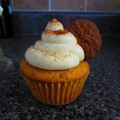 Gingersnap cupcake with cinnamon cream cheese frosting topped with mini gingersnap.