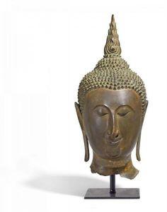 GROßER KOPF EINES BUDDHA. - Thailand. Ayutthaya. Ca. 15. Jh. - - Bronze mit [...]