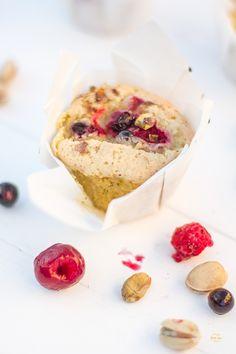 Magdalenas de pistacho y frutos rojos   Receta en Petit-on