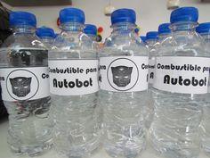 """Botellas de agua con la etiqueta de """"Combustible para Autobot"""""""