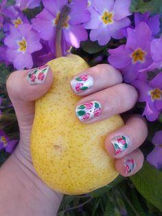 Spring nail art Realisé par Lucie.T https://lestestsdelapetiteluciole.wordpress.com/