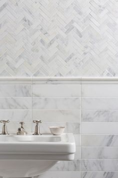Our Alsace Honed Marble Herringbone Mosaic tiles are perfect for bathroom wall and floor tiling. Request a free sample of white marble tiles from Mandarin Stone. Marbel Bathroom, Marble Bathroom Floor, White Marble Bathrooms, Stone Bathroom, Mosaic Bathroom, Bathroom Flooring, Bathroom Tile Patterns, Neptune Bathroom, Bad Inspiration