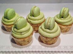 Vanilkové cupcakes s pistáciovým krémem / Pistachio cupcakes Brownie Cupcakes, Mini Cupcakes, Pistachio Cupcakes, Easter Recipes, Cheesecakes, Cake Pops, Deserts, Food And Drink, Sweets