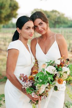 Fall in love with this modern and minimal vineyard wedding filled with endless inspiration! 😍 @thebohemeshed designed a day that's equal parts timeless and romantic with elegant accents around every turn.   Photography: @lerinawinterphoto Photography Assistance: @dannyinthewoods #stylemepretty #vineyardwedding #summerwedding #summerweddingflowers Bridesmaid Dresses, Wedding Dresses, Vineyard Wedding, Wedding Flowers, Wedding Bouquets, Wedding Couples, Summer Wedding, Getting Married, Minimalism