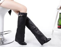 clasp high knee leather black boots / botas caña alta piel negra hebilla - clon de/of givenchy