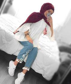 Hijabi fashion photos and videos Hijab Fashion Summer, Modern Hijab Fashion, Street Hijab Fashion, Hijab Fashion Inspiration, Muslim Fashion, Mode Inspiration, Modest Fashion, Casual Hijab Outfit, Hijab Chic