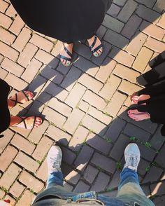 Het was een goeie dag voor slippers. Jammer dat ik de memo niet had gelezen. #slippers #flipflops #holland