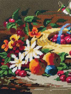 Bordado acabado realmente llamativo con cesta de flores y frutas sobre un fondo marrón.  No se enmarca la pieza y la pieza se une firmemente al cartón. Yo puedo separar si quiere reducir los costos de compras un poco.  Dimensiones son las siguientes:  Encaje de aguja: 11 X 14 Pieza completa con lona frontera: 14 X 18  Sin duda podría ser un trabajo de bricolaje marco y tamaño terminado podría ir de cualquier manera.