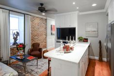 Entire home/apt in Charleston, United States. This property is a  2 Bedroom, 2 bathroom accommodation located in Charleston.  2BR Signature Suite 102 offers 2 King bed, 2 King bed. It can host 4 people.  This accommodation features washer/dryer. Please see the description below or inquire for...