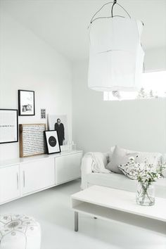 Someday I want to have an all-white room like this—especially a bedroom. How peaceful. :)