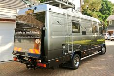 Discover recipes, home ideas, style inspiration and other ideas to try. Mercedes Benz Motorhome, Mercedes Camper, Mercedes Van, Travel Camper, Camper Caravan, Diy Camper, Small Motorhomes, Luxury Motorhomes, Cool Rvs
