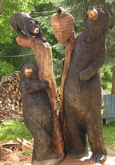 Family of bears tree carving from the gallery of Dayle K. Chainsaw Wood Carving, Wood Carving Art, Wood Carvings, Driftwood Sculpture, Tree Sculpture, Chain Saw Art, Bear Decor, Tree Carving, Tree Art