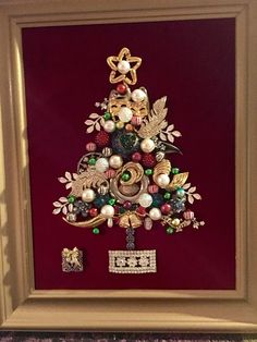 Vintage Jewelry Repurposed vintage jewelry tree by Beth Turchi 2017 Arts And Crafts For Teens, Art And Craft Videos, Easy Arts And Crafts, Costume Jewelry Crafts, Vintage Jewelry Crafts, Jeweled Christmas Trees, Christmas Tree Pictures, Jewelry Tree, Jewelry Clasps