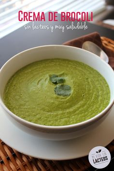 Crema de brocoli a base de agua y especias, deliciosa con un toque de curcuma y pimienta cayenne #vegan #sinlacteos