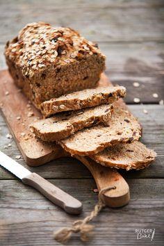 Recept: Volkoren appel-mueslibrood / Recipe: Whole-weat apple muesli bread Bread Machine Recipes, Bread Recipes, Baking Recipes, Baking Ideas, Dutch Recipes, Pastry Recipes, Muesli Bread, My Daily Bread, Spoon Bread