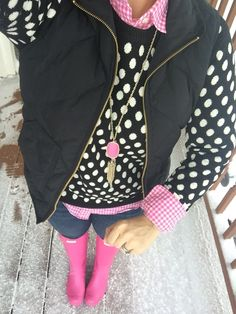 New pink hunter boats outfit winter polka dots ideas Vest Outfits, Casual Outfits, Cute Outfits, Fall Fashion Trends, Trendy Fashion, Trendy Style, Fashion Ideas, Fashion Inspiration, Women's Fashion