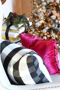 Tis the season!! Today is the kick off day for the Blogger Stylin' Home Tours Christmas 2016! Our fabulous host, Lindsay at The White Buffalo Styling Co., has once again rounded up an incredible group of bloggers to participate. At the end of my tour you'll be able to continue on to the other beautiful homes …