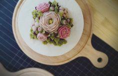 Ricecake!!  #flowercake #ricecake #muffins #food #dessert #flowercakeclass #cake #sweet #cafe #happybirthdaycake #baking #koreacake #플라워케이크, #앙금플라워케이크 #케이크클래스 #떡케이크 #앙금플라워떡케이크 #예약주문