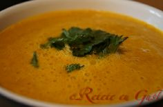 Supa de morcovi cu urzici Raw Vegan, Thai Red Curry, Ethnic Recipes, Food, Essen, Meals, Yemek, Eten, Leaf Vegetable