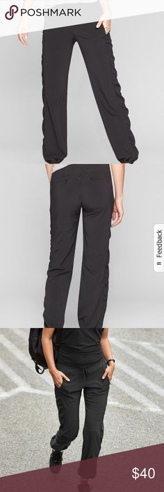 La Viva Drawstring Pants Lightweight material, great for casual autumn wear. Drawstring waist so it's adjustable!!! Has two zipper pockets in the front and two in the back. No longer listed in stores, so make me an offer and I will respond ASAP!! Athleta Pants Trousers