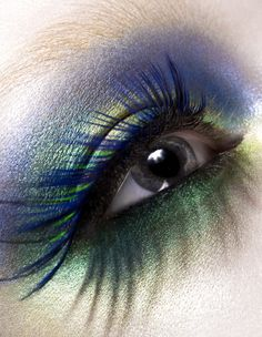 What beautiful Makeup!! Use Lumiere Grande Colour makeup in Royal Purple LU13for the upper lid, covered with Peacock Blue LU19. Then fade to Mermaid Green LU9 on the lid. Under the eye, use Jade LI10 with some Starry Night LU20. Set with Neutral Set Powder. Add blue mascara. Voila!!!