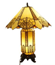 Considered to be highly collectable are the.Tiffany, Handel & Co.,and Pairpoint lamps. by frieda Victorian Lamps, Antique Lamps, Vintage Lamps, Vintage Lighting, Cool Lighting, Victorian Lighting, Antique Furniture, Tiffany Stained Glass, Stained Glass Lamps