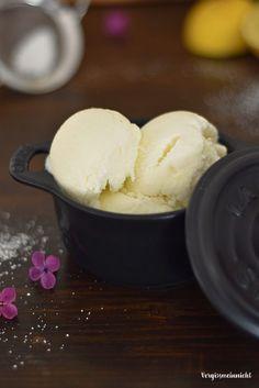 """Heute habe ich mal wieder ein Rezept von meiner Mama und zwar ein leckere Buttermilcheis. Dieses Eis hat meine Mama an Ostern gemacht und als ich vor ein paar Wochen mal bei Ihr war und gesagt habe das ich Lust auf ein Eis hätte. Eigentlich wollte ich zur Eisdiele fahren, jedoch sagte meine Mama """"wenn...Lese mehr"""