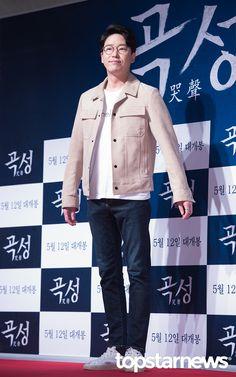 5월 9일, 서울 송파구 잠실 롯데시네마 월드타워에서 열린 '곡성' VIP 시사회에 엄기준이 참석했다.    엄기준이 포토타임을 갖고 있다.