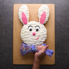 Amazing ideas about cakes decorating art. The post Cake Decorating Ideas appeared first on Trendy. Cake Decorating Videos, Cake Decorating Techniques, Cookie Decorating, Decorating Ideas, Cake Decorating For Kids, Creative Cakes, Creative Food, Food Cakes, Cupcake Cakes