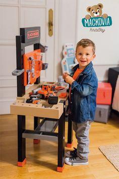 #Smoby pracovná dielňa #Black+Decker je úžasná pracovná hračka pre chlapcov od 3 rokov. Zahŕňa v sebe množstvo zábavných a maximálne zaujímavých doplnkov, vďaka čomu je zárukou hodín plných zábavy a majstrovania pre malých opravárov a výmyselníkov. Child Love, Vacuums, Home Appliances, Children, House Appliances, Kids, Appliances, Vacuum Cleaners