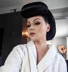 1970s Hairstyles, Sleek Hairstyles, Vintage Hairstyles, Wedding Hairstyles, Updo Styles, Short Hair Styles, Wedding Hair And Makeup, Hair Makeup, Sleek Updo