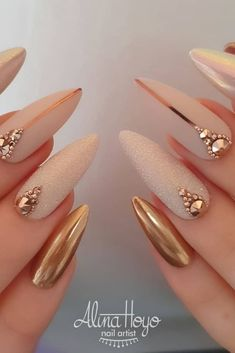 Xo Nail Design Best and Easy Nail Art Designs & Ideas for Beginners: This is easy to do and looks elegant and straightforward too. 20 FreeHand Nail art Design Ideas: Picture Credit Source by carinakungel - Fancy Nails, Gold Nails, Cute Nails, Pretty Nails, Blush Nails, Cute Acrylic Nails, Acrylic Nail Designs, Nail Art Designs, Maquillage On Fleek
