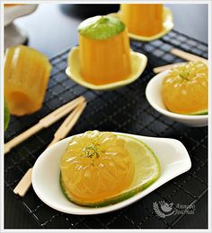 I made these Sugar Cane Jellies twice but ended in dismal result. Not satisfied with the outcome, I went to buy the sugar cane juice again the next day. Jelly Desserts, Jelly Recipes, Asian Desserts, Pudding Recipes, Sweet Desserts, Brownie Recipes, Just Desserts, Asian Recipes, Dessert Recipes