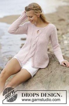 Женственный джемпер спицами, связанный из тонкой альпаки и мохера на шелке. Вязание всех деталей модели осуществляется сверху вниз чулочной вязкой...