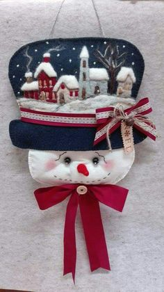 Natale feltro - by Luisa Valent Quilted Christmas Ornaments, Fabric Ornaments, Christmas Sewing, Felt Ornaments, Christmas Snowman, Christmas Stockings, Christmas Makes, Christmas Time, Felt Decorations