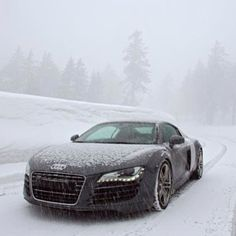Audi R8 drifting the snow!