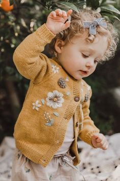Baby Outfits, Cute Kids Outfits, Knitting For Kids, Baby Knitting, Summer Cardigan, Kids Fashion Boy, Kid Styles, Kind Mode, Flora