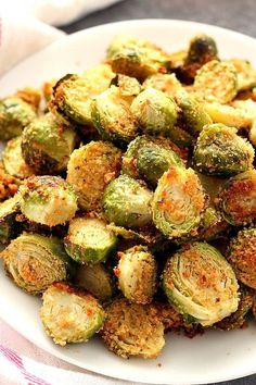 Garlic Parmesan Roasted Brussels Sprouts Recipe @CrunchyCreamySw