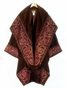 Beautiful coat with elaborate edgings by Romeo Gigli.one of my all time favourite designers. Vintage Outfits, Vintage Fashion, Punk Fashion, Lolita Fashion, Romeo Gigli, Vintage Mode, Blazer, Fashion History, Boho Chic