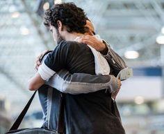 Pedro (Jayme Matarazzo) se despede de Vicente (Angelo Antonio), no último capítulo da novela 'Sete V... - Divulgação, TV Globo