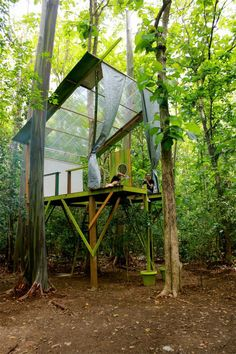 An artist crafts a sustainable tree house in the Puerto Rican tropics as an inventive take on the exhibition space. masters tree houses Tree House Retreat Made of Repurposed Materials Adult Tree House, Modern Tree House, Tree House Plans, Tree House Interior, Apartment Interior, Building A Treehouse, Treehouse Ideas, Cool Tree Houses, Tree House Designs