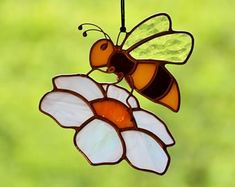 Stained glass bee suncatcher for window, garden hanging decoration, stained glass flower, Tiffany glass art, housewarming gift Wire Ornaments, Stained Glass Ornaments, Stained Glass Flowers, Stained Glass Suncatchers, Stained Glass Panels, Stained Glass Projects, Garden Ornaments, Stained Glass Art, Dragonfly Stained Glass