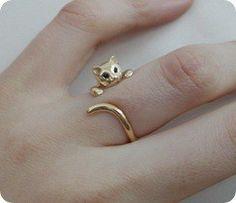 www.weddbook.com everything about wedding ♥ Cute Unusual Wedding Ring Idea | Ozel Tasarim Altin Kedili Yuzuk #cat #ring #gold