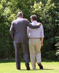 Su Majestad el Rey Don Juan Carlos abraza a Adolfo Suárez, ex presidente del Gobierno, enfermo de Alzheimer / EFE - Adolfo Suárez Illana