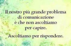 Frasi: Nuestro mayor problema de comunicación es que no escuchamos para entender, escuchamos para responder.