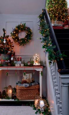 Best Christmas Decorations And Quotes Help You Enjoy Every Minute of the Holiday - Christmas Mood, Merry Little Christmas, All Things Christmas, Dark Christmas, Magical Christmas, Beautiful Christmas, Christmas Decorations, Christmas Ornaments, Holiday Decor